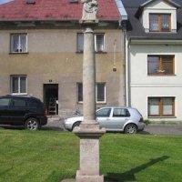 Bochov - sloup se sochou Panny Marie