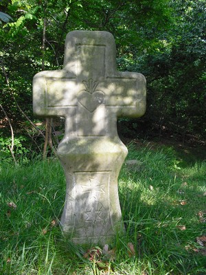 přední strana kříže sesrdcem sKristovými hřeby - červen 2009