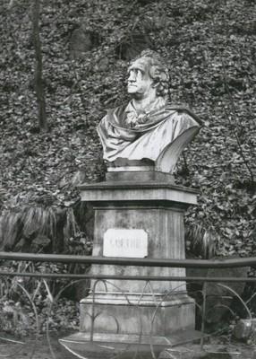 Goethův pomník v Karlových Varech z roku 1883