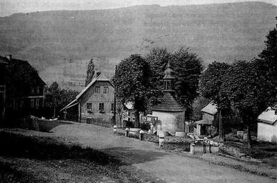 barokní kaple u návesního rybníku v Kamenci před rokem 1945