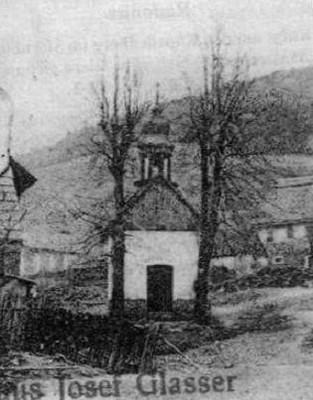 vstupní průčelí kaple v době před rokem 1945
