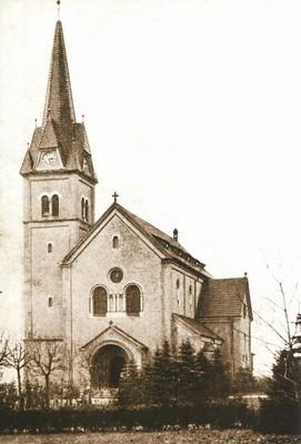 kostel Povýšení sv. Kříže v Rybářích na fotografii z doby před rokem 1945