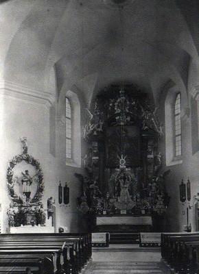 Hlavní oltář kostela před rokem 1945
