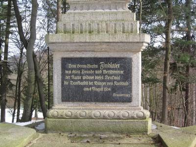 pamětní deska na přední straně obelisku - březen 2010