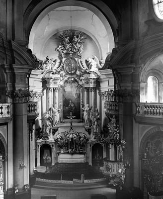 interiér kostela sv. Máří Magdalény v roce 1943