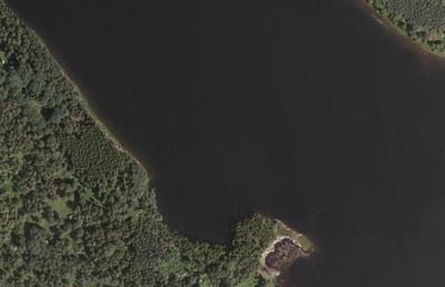 místo bývalé vsi Dolánky, zcela zatopené vodami vodní nádrže Žlutice, na snímu leteckého mapování z roku 2010