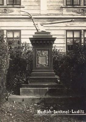 pomník Hanse Kudlicha před rokem 1945