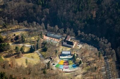 Karlovy Vary - letní kino a Poštovní dvůr - březen 2012