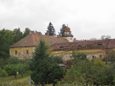 zámecký areál ve Štědré od severovýchodu - říjen 2009