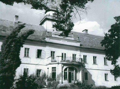 jižní průčelí zámecké budovy ve Štědré - září 1960