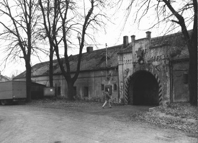 vjezd do zámeckého areálu v době před rokem 1989