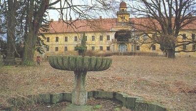 zámecká budova s parkem ve Štědré koncem 20. století