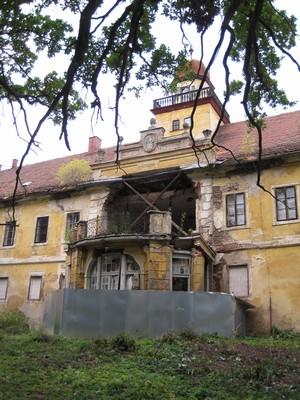 zřícený rizalit jižního průčelí zámku - říjen 2009
