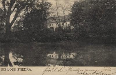 zámecká budova na pohlednici z počátku 20. století
