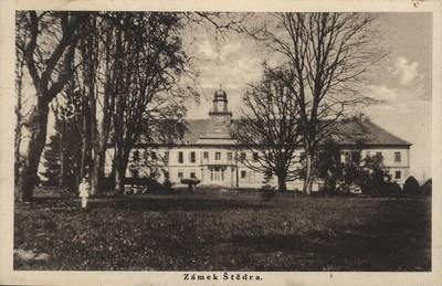 zámecká budova na pohlednici z poloviny 20. století