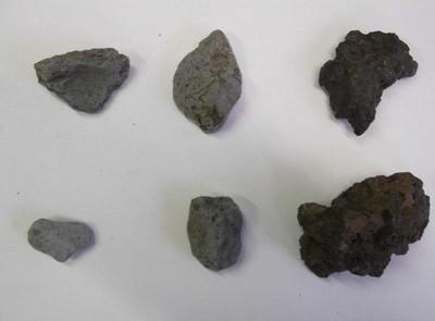 Obr 10) Mazanice a struska, doklady železářské výroby jižně od města