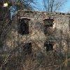 Svatobor - fara   východní vstupní průčelí zdevastovaného objektu bývalé fary ve Svatoboru - duben 2017