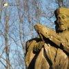 Stružná - socha sv. Jana Nepomuckého | detail poškozené vrcholové plastiky sv. Jana Nepomuckého ve Stružné - březen 2017