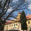 Štědrá - zámek   hlavní jižní průčelí zámku - duben 2013