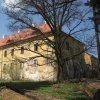 Štědrá - zámek   zchátralá zámecká budova od jihovýchodu - duben 2013
