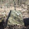 Bražec - železný kříž | vysekané nápisy na podstavci - březen 2017