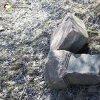 Dlouhá - kamenný kříž | torzo podstavce rozvaleného kamenného kříže u zaniklé vsi Dlouhá - březen 2017