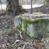 Bochov - železný kříž | žulový podstavec zničeného železného kříže u Bártova mlýna u Bochova - březen 2017