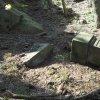 Horní Tašovice - Harischův kříž | povalený podstavec Harischova kříže nad Tašovickým mlýnem u Horních Tašovic - březen 2017