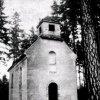 Bečov nad Teplou - kaple sv. Petra | vstupní průčelí pohřební kaple sv. Petra v roce 1976