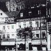 Karlovy Vary - dům Petr   dům s Charwatovou restaurací počátkem 20. století