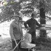 Protivec - busta Tomáše Garrigua Masaryka   otec a syn Kubešové při obnově pomníku v roce 1990