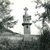 Vladořice - sousoší Piety | zchátralé sousoší Piety ve Vladořicích na snímku z roku 1963
