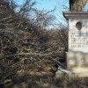 Semtěš - sousoší Piety | přední strana restaurovaného podstavce bývalého sousoší Piety u vsi Semtěš - březen 2016