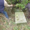 Semtěš - sousoší Piety | rozvalený podstavec bývalého sousoší Piety u vsi Semtěš - říjen 2010