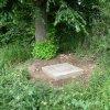 Semtěš - sousoší Piety | upravená základová deska podstavce bývalého sousoší Piety u vsi Semtěš - červen 2011