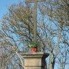 Pšov - Hartlův kříž | zchátralý Hartlův kříž v Pšově - březen 2016