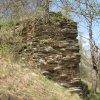 Borek - hrad Štědrý hrádek | relikt štítové hradební zdi - duben 2013