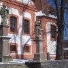 Valeč - socha sv. Jana Nepomuckého | sochy sv. Jana Nepomuckého a sv. Jana z Boha před farním kostelem Narození sv. Jana Křtitele ve Valči - únor 2011