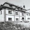 Žlutice - panský dům | dům čp. 1 v sousedství radnice čp. 144 na náměstí ve Žluticích na fotografii z roku 1982