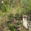 Skoky - Starkův kříž | přední strana Starkova kříže v bývalé farní zahradě ve Skokách - září 2015