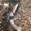 Čistá - kostel sv. Michaela Archanděla   fragmenty kamenných ostění v sondě zjišťovacího archeologického výzkumu pozůstatků kostela - září 2014