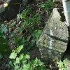Skoky - železný kříž   detail rozsahu poškození podstavce po násilném odlomení vrcholového kříže - září 2015