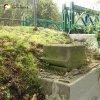 Šemnice - socha sv. Jana Nepomuckého   dochovaný sokl podstavce sochy sv. Jana Nepomuckého u mostu přes Ohři v Šemnici - září 2014