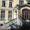 Cheb - Kreuzingerova lidová knihovna   vstupní verenda před východním průčelím budovy městské knihovny V Chebu - srpen 2008 (foto NPÚ Loket)