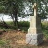 Semtěš - pískovcový kříž   obnovený pískovcový kříž u Semtěše v lesíku uprostřed polí u Semtěše po celkové rekonstrukci - září 2017