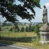 Teplá - socha sv. Judy Tadeáše | zchátralá barokní socha sv. Judy Tadeáše na příjezdové silnici k premonstrátskému klášteru v Teplé - červen 2017