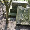 Heřmanov - pomník obětem 1. světové války   rozvalené torzo zdevastovaného pomníku obětem 1. světové války v křovinách u Heřmanova v době před rokem 2013