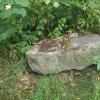 Služetín - pomník obětem 1. světové války | centrální kamenná stéla rozvaleného pomníku obětem 1. světové války ve Služetíně - červenec 2018
