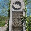 Jakubov - pomník obětem 1. světové války | plastické koule na vrcholu stély - květen 2017