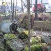 Merklín - pomník obětem 1. světové války | vyzvednutí kamenné stély zničeného pomníku z koryta říčky Bystřice pomocí těžké techniky - prosinec 2014